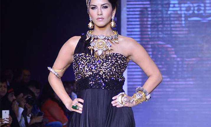 sunny leone enjoys being showstopper at jewellery showcase