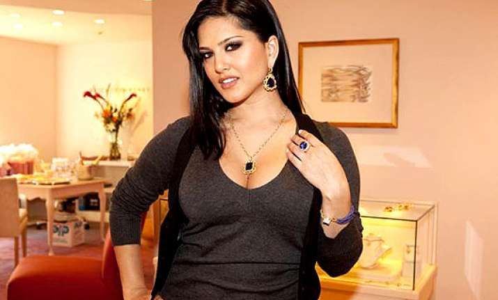 Sunny Leone Tempted By Sweets See Pics  Bollywood News  India Tv-5757
