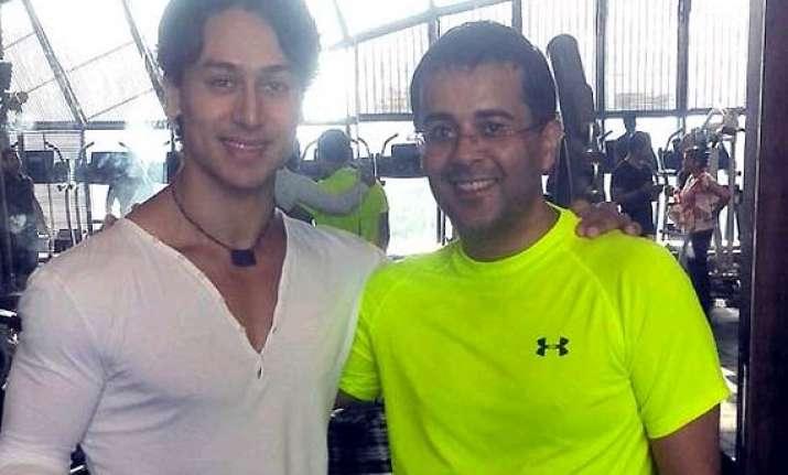 tiger shroff scares away chetan bhagat at gym see pics