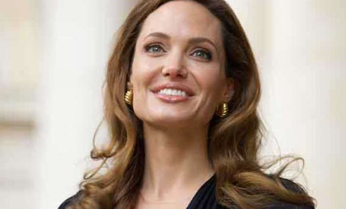 angelina jolie getting ready for hysterectomy now