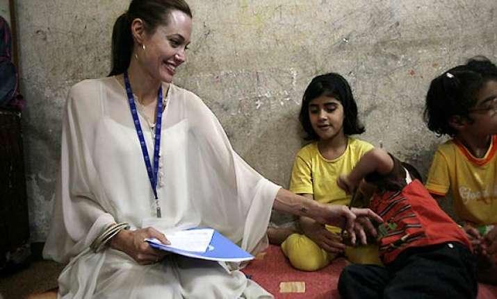 angelina jolie seeks to visit syrian refugees