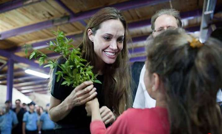 angelina jolie visits syrian refugees in turkey