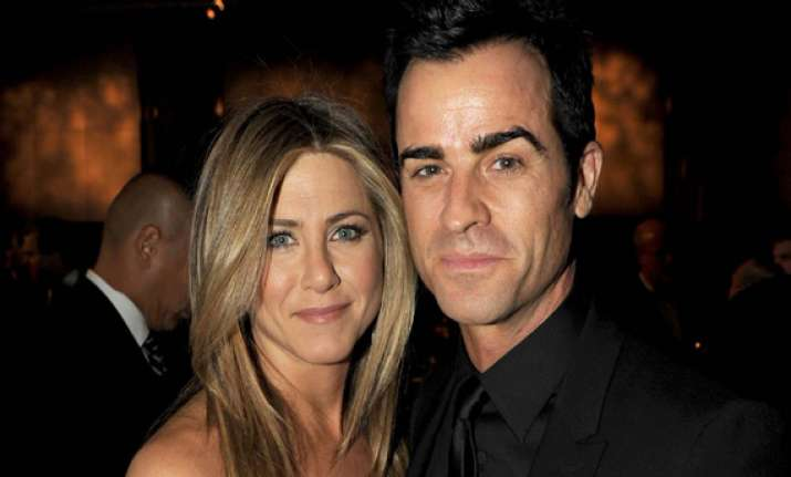 aniston theroux still lovey dovey couple
