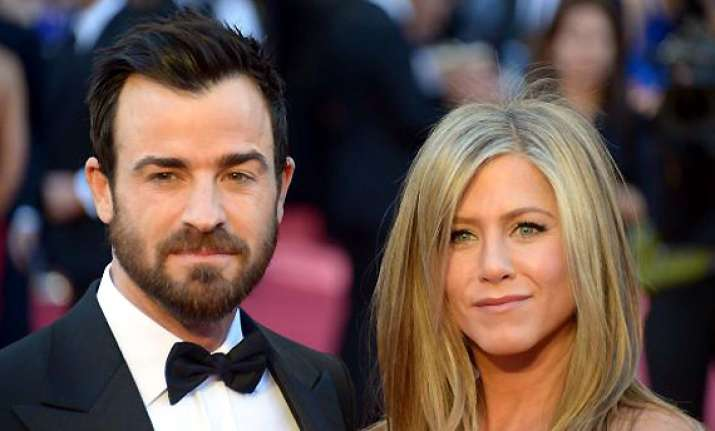 aniston theroux finalise wedding bands
