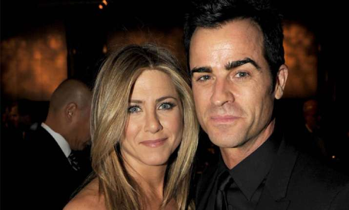 aniston keen to elope with theroux