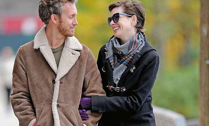 is anne hathaway s marriage in trouble