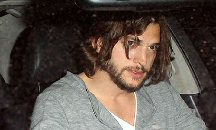 ashton kutcher s look for two and a half men resembles jesus