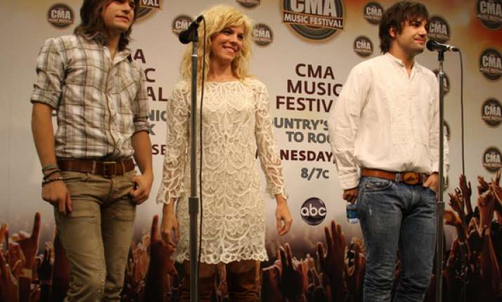 band perry christens new ryman auditorium stage