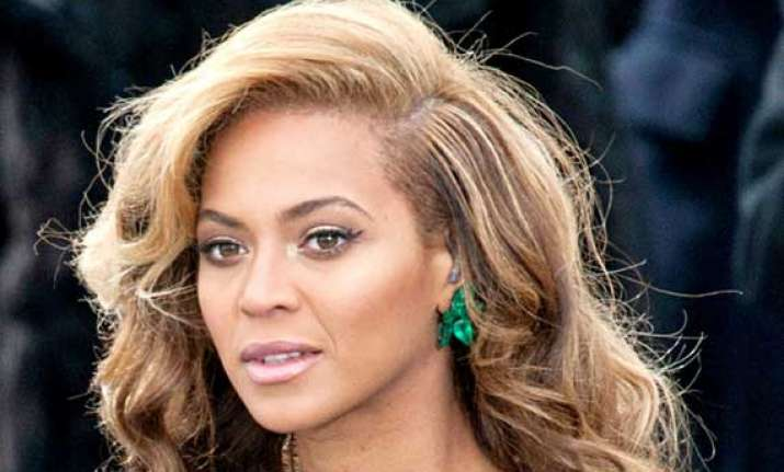 beyonce goes pink to support breast cancer campaign