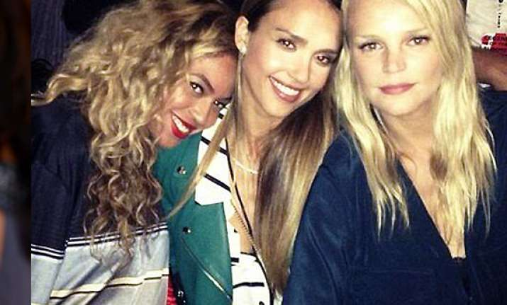 beyonce twerks at backstage party view pics
