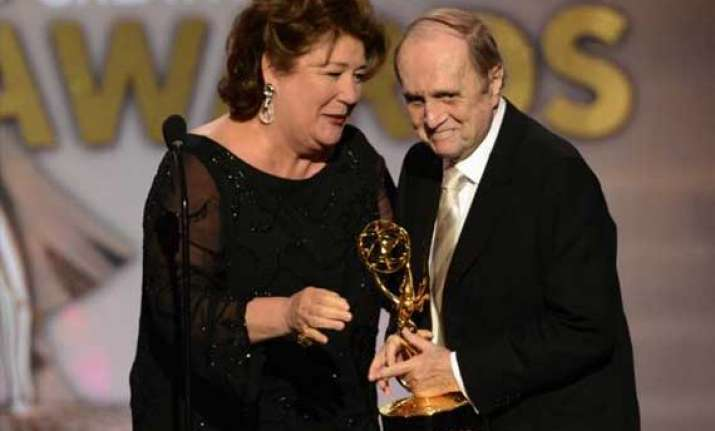 bob newhart gets standing ovation at emmy awards