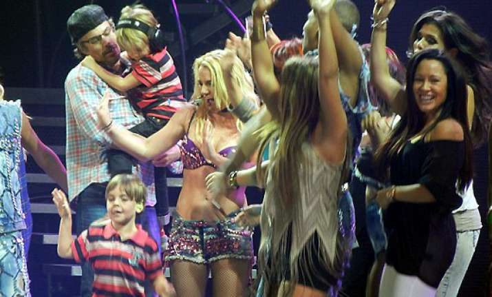 britney spears promises not to take son onstage