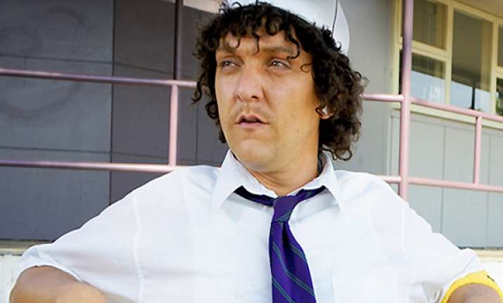 chris lilley plays 6 roles in hbo s angry boys