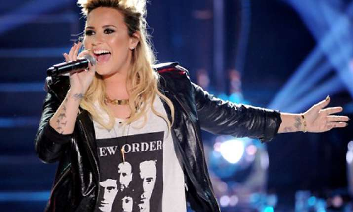 demi lovato to join glee
