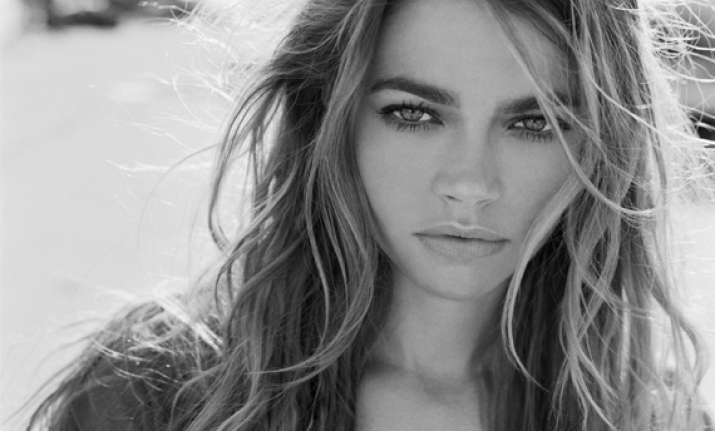 denise richards sues contractors