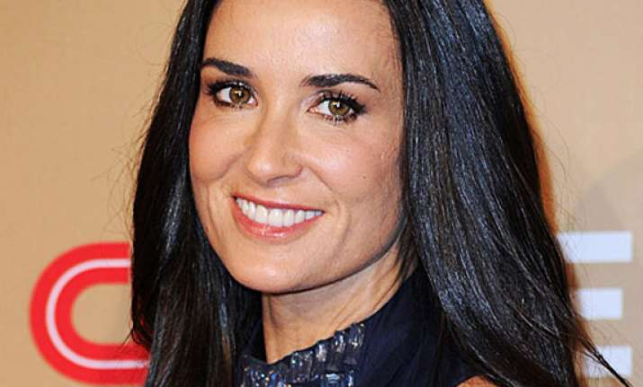 friend says on call demi moore was convulsing