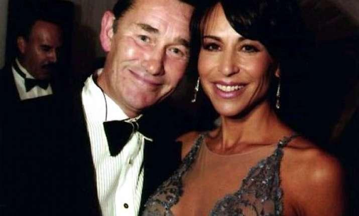 tv host giselle fernandez files for divorce