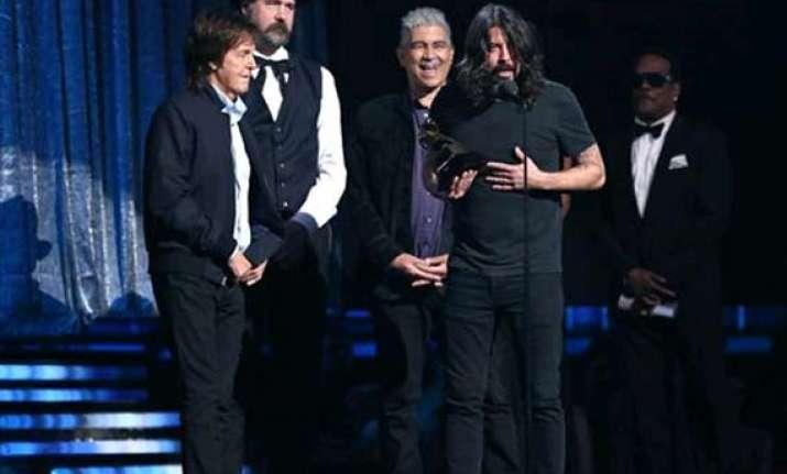 grammys 2014 cut me some slack wins best rock song award