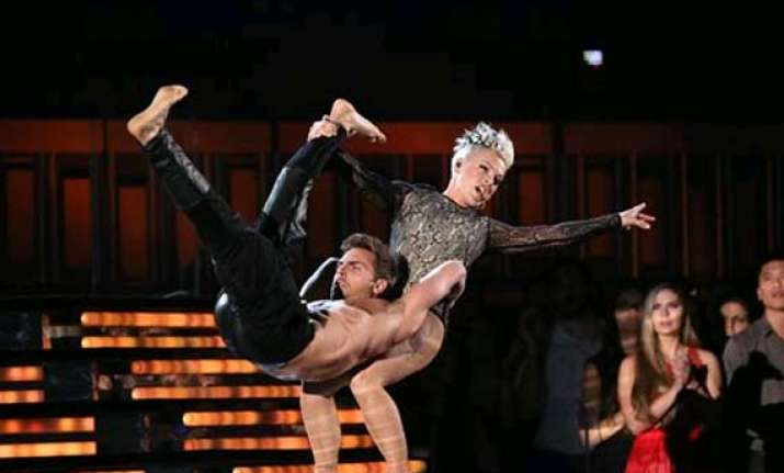 grammys 2014 how did pink flew through the air see pics