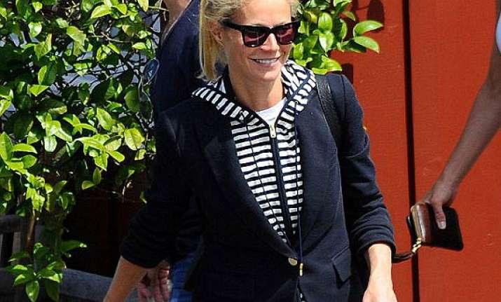 gwyneth paltrow again spotted sans wedding ring