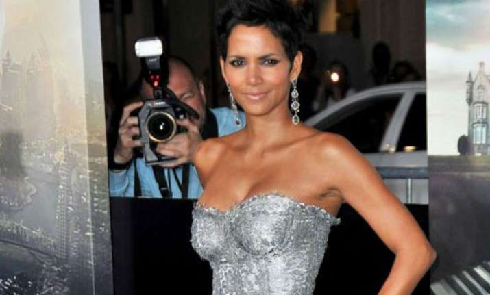 halle berry selling hollywood home