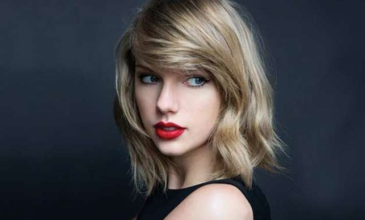 taylor swift donates 50 000 to fan to fight cancer