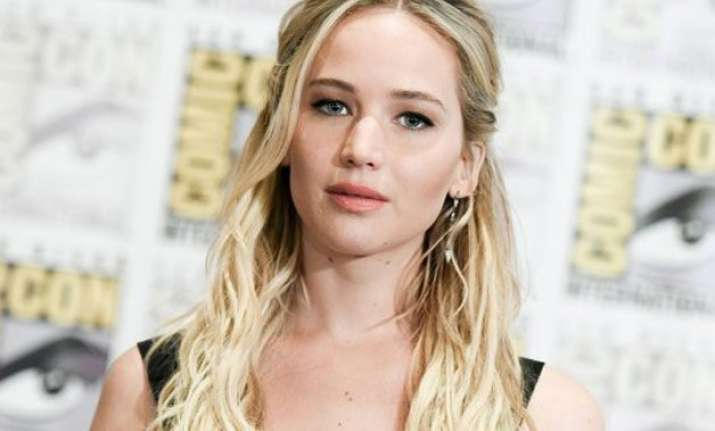american hustle director speaks on jennifer lawrence s pay