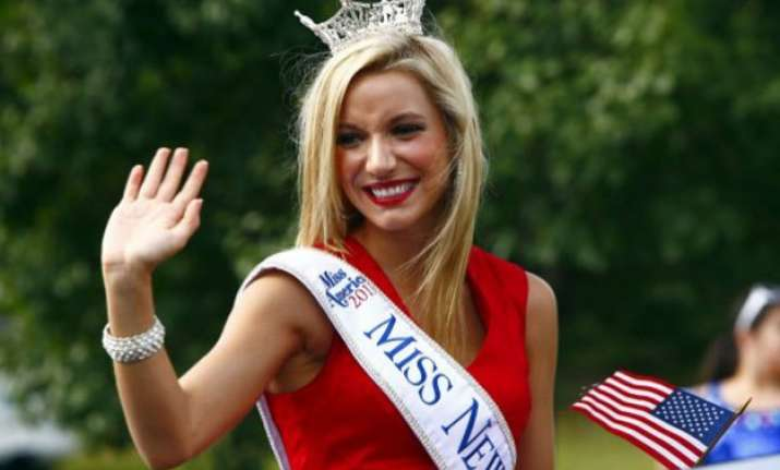 former miss new jersey cara mccollum dies in car crash at 24