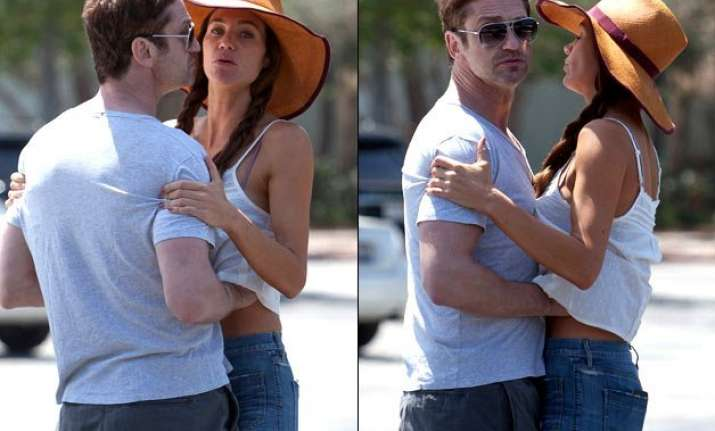 gerard butler caught with hands up girlfriend s top see pics