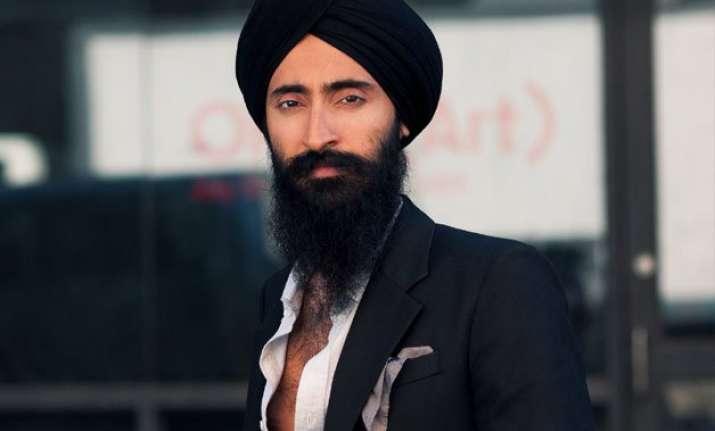 sikh american actor waris ahluwalia barred from boarding