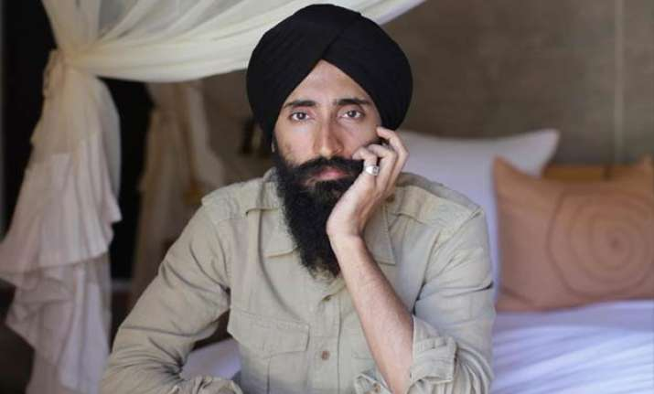 waris ahluwalia accepts airline s apology after racism row