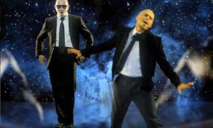 pitbull chris brown to perform at billboard music awards