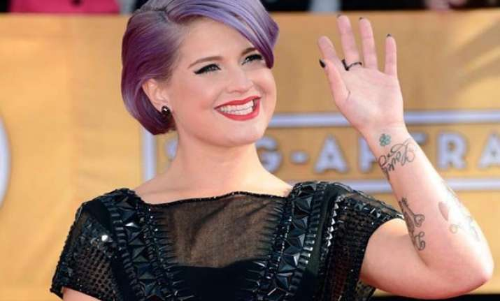 kelly osbourne faces flak for remarks on latino immigrants