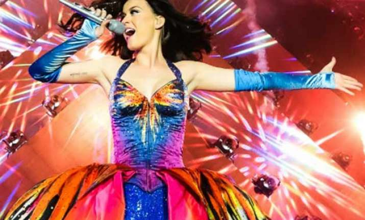 katy perry performs 1st time post split with mayer
