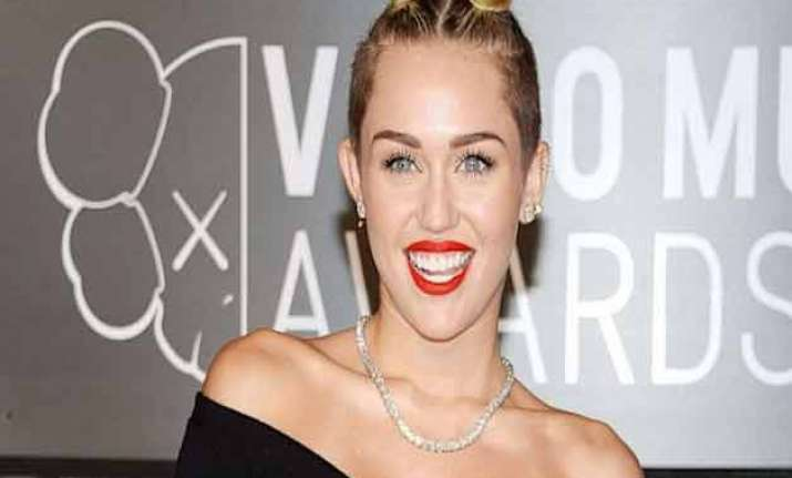 miley cyrus fans send death threats to her beau