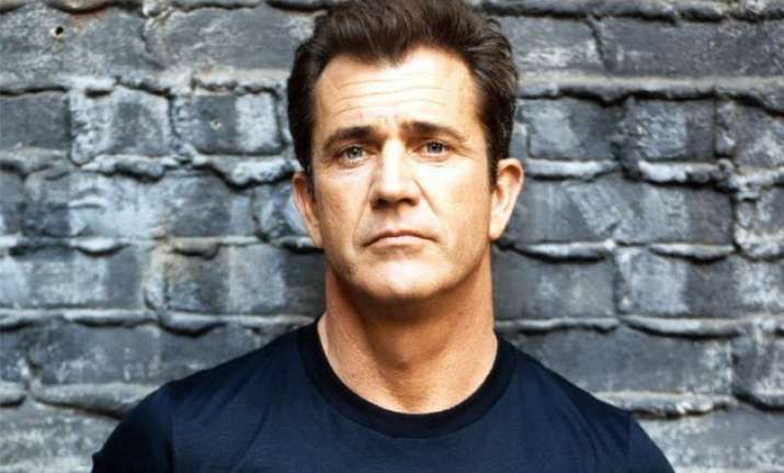mel gibson accused of attacking photographer in australia