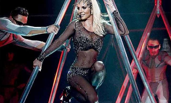 britney spears embarrassed by onstage fall