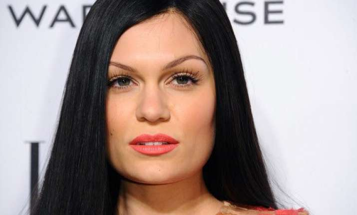 jessie j blames social media for killing romance