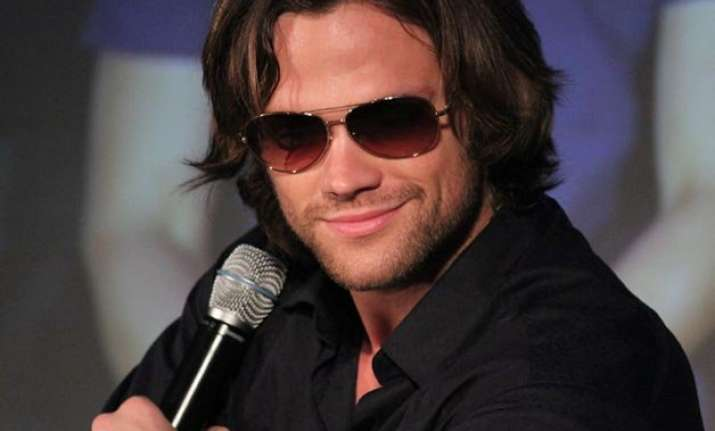 jared padalecki shows off abs for a cause