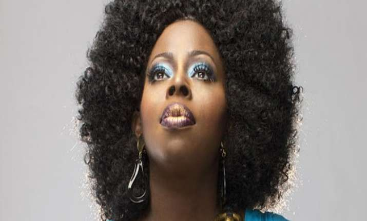 angie stone arrested after knocking out daughter s teeth