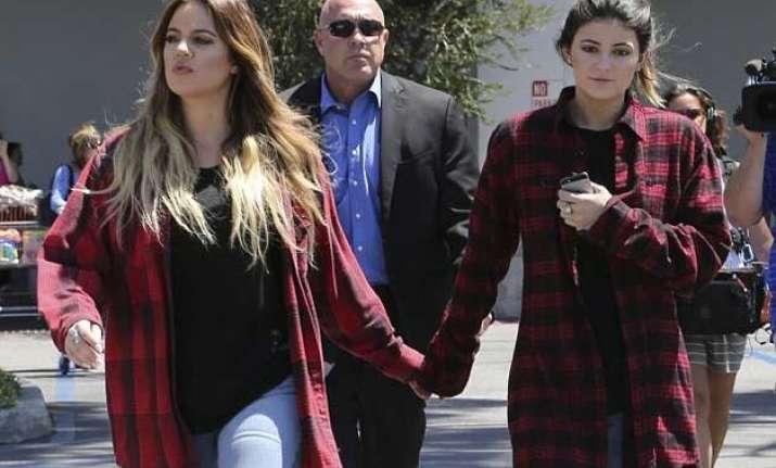 khloe kardashian like a mother to kylie jenner