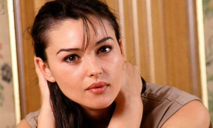 monica bellucci finds singledom liberating