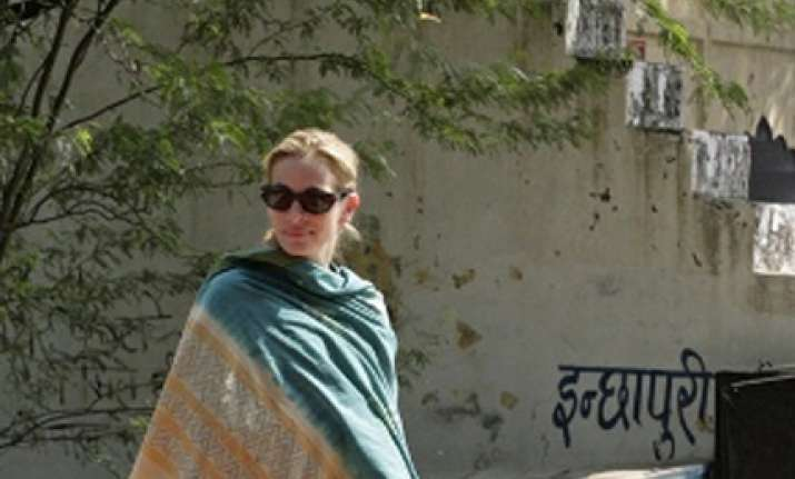 julia roberts shoots for hollywood film in haryana village