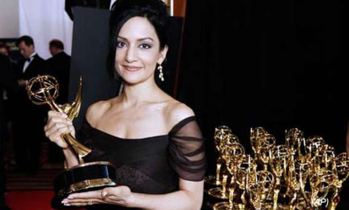 indian origin actress archie panjabi wins her first emmy