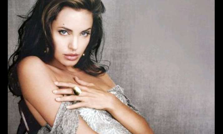 angelina jolie slept with mum s lover at 16