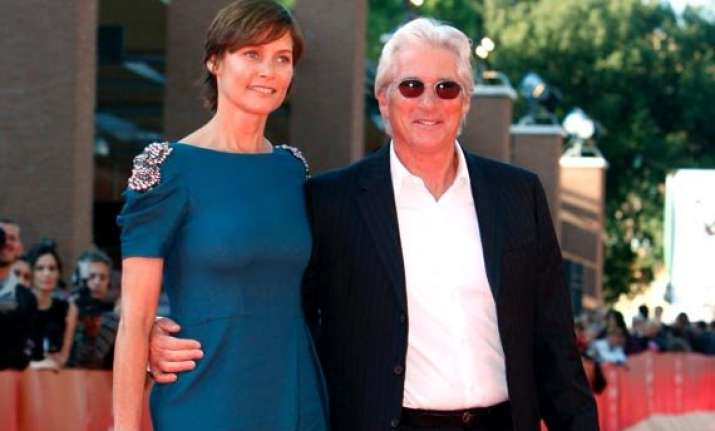 carey lowell wants fare share in richard gere s fortune
