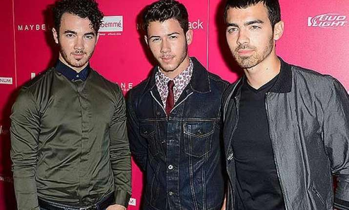 nick jonas angry over band split