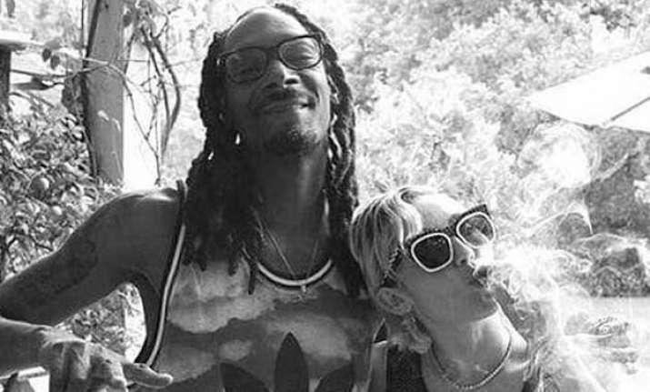 miley cyrus smokes marijuana with snoop dogg