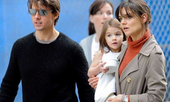 suri cruise plays up for the cameras