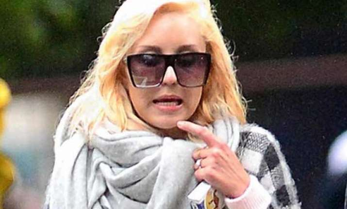 amanda bynes gets engaged with beau caleb
